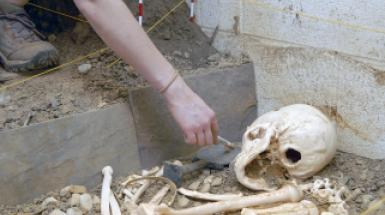 Dig Simulator (students excavating cist grave)